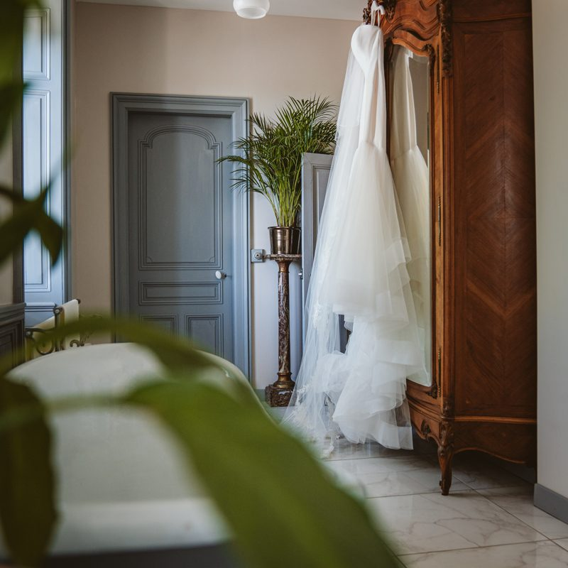 lauren-josh-beziique-destination-wedding-photographer-cyprus-ibiza-france-chateau-de-la-basmaignee-0045.jpg